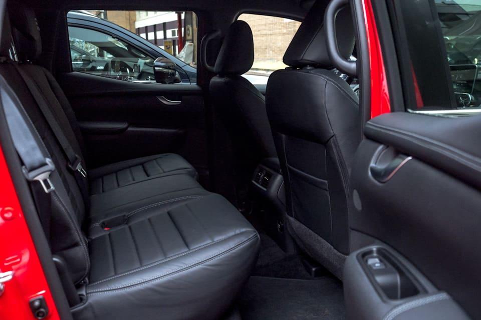Mercedes-Benz X-class second row seats